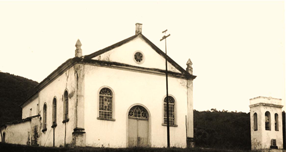 Igreja São Miguel Arcanjo, centro histórico de Biguaçu. Tombada pelo Instituto do Patrimônio Histórico e Arquitetônico Nacional.