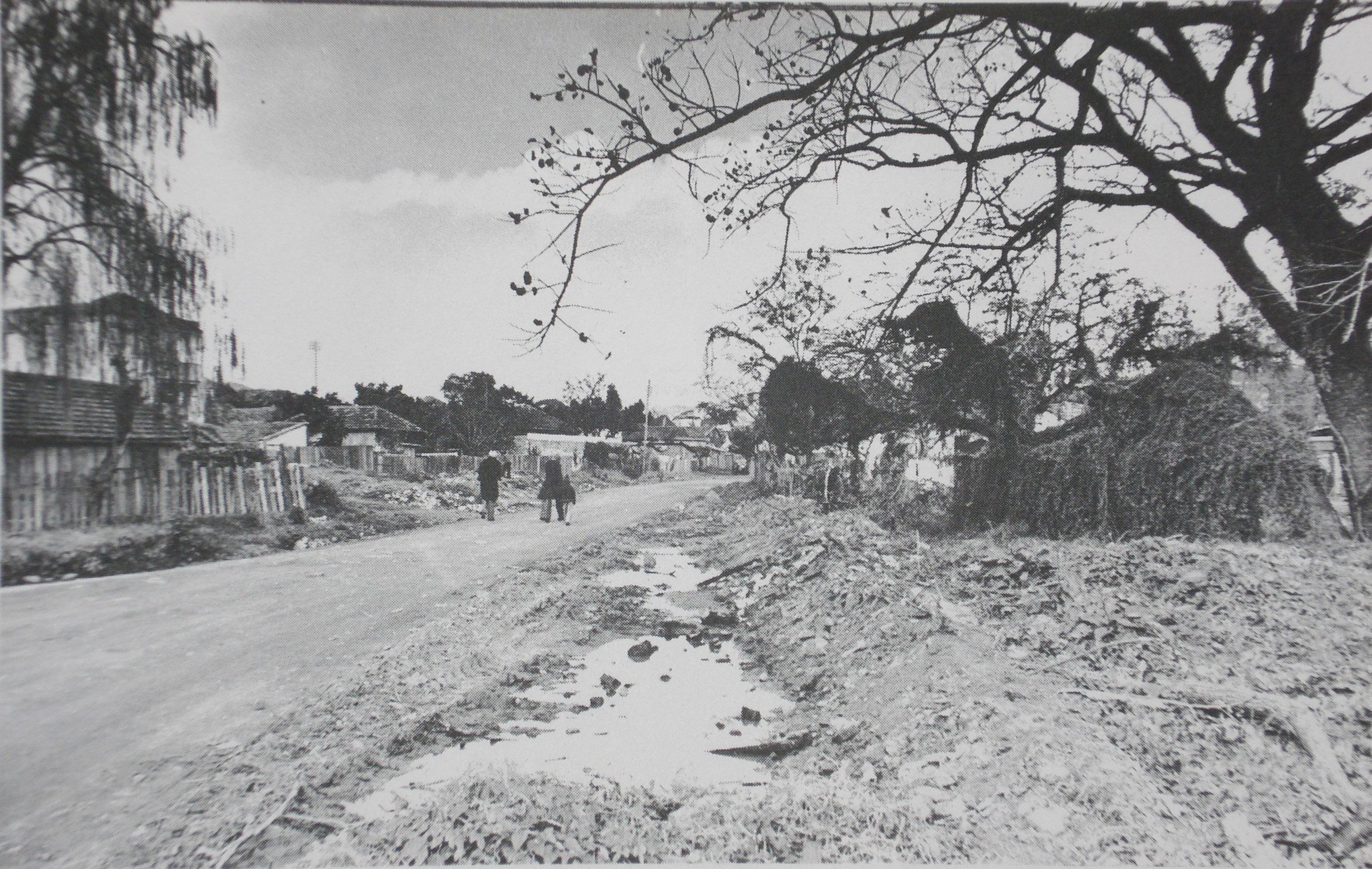 A antiga Rua Arlindo. Foto sem data, autor desconhecido. Acervo do Arquivo Histórico de Porto Alegre Moysés Vellinho, disponibilizada por Jornal Tabaré (vide fontes).