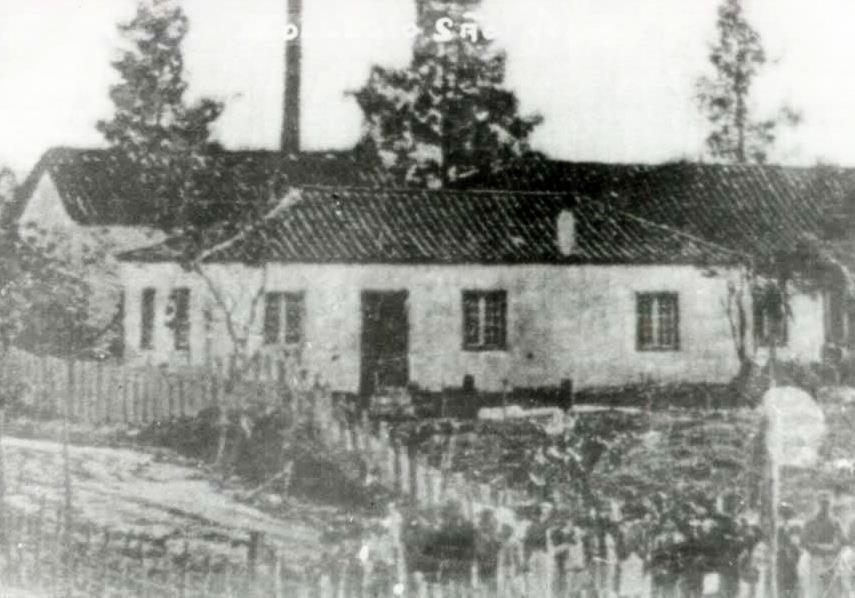 Colégio São José, ca. 1890. Exemplar de uma escola em Tubarão, na época da idade escolar de Maria Caetana. Imagem disponibilizada por Tubarão antigo (vide fontes). Autor desconhecido.