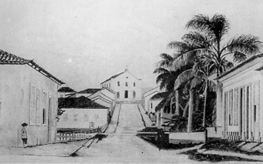 A antiga capela em Tubarão em 1879, antes da construção da matriz Nossa Senhora da Piedade. Foto do Arquivo Público de Tubarão, disponibilizada por BioTavares (vide fontes). Autor desconhecido.