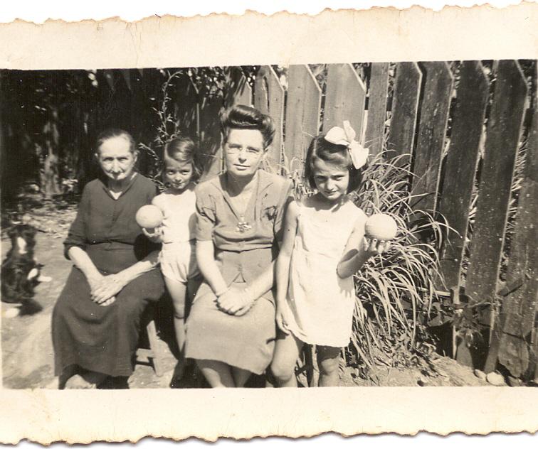Henriqueta, a filha Irma e duas netas - possivelmente, Ila e Ilka.