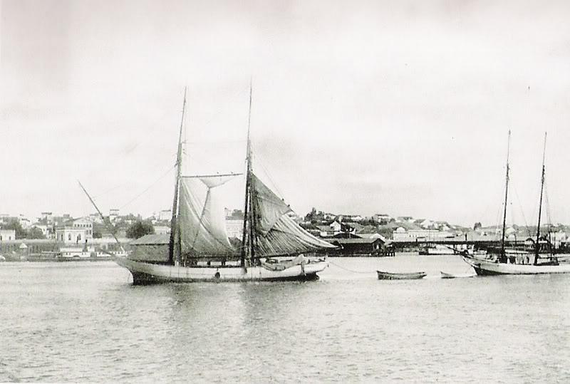 """Segundo Rene Hass: """"Foto 07 – 1911 – Barcos na região do porto no centro de Porto Alegre."""""""